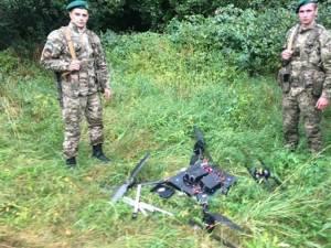 Grănicerii ucraineni au pus la pământ, la propriu, o dronă care era folosită pentru transportul ţigărilor de contrabandă