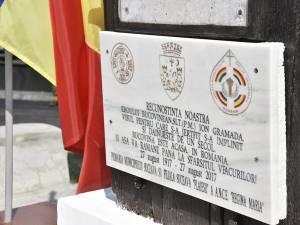 Placa a fost amplasată pe troiţa care veghează mormântul eroului de la Cireşoaia