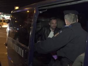 Marian Ciprian Pentelescu, în duba Jandarmeriei, la puţin timp după accidentul provocat în a doua zi de Paşte