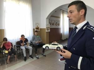 Comisarul Ionuț Epureanu le-a vorbit copiilor despre Poliţie și despre cum să se ferească de mediul infracţional