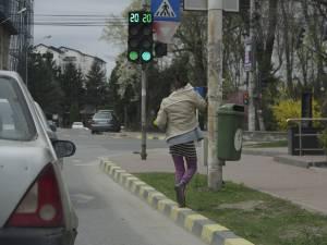 Cerşetoria în intersecţie a devenit o obişnuită la Suceava