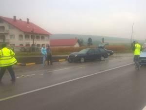 Cele două maşini care s-au ciocnit la intersecţia cu Pătrăuțiul
