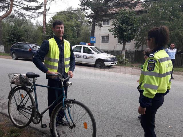 Veste reflectorizante oferite cadou bicicliștilor