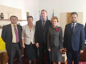 Ambasadorul Ucrainei s-a întâlnit cu prefectul Mirela Adomnicăi