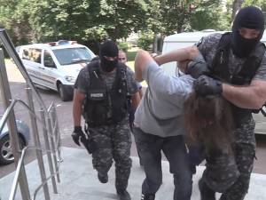 Ioan Beşa imobilizat de mascaţii de la Serviciul de Acțiuni Speciale