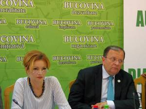 Prefectul Mirela Adomnicăi și preşedintele CJ Suceava,Gheorghe Flutur