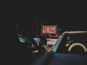 Cu mașina la film