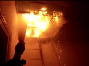 La sosirea pompierilor ardea acoperişul casei de locuit din Reuseni
