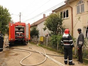 În urma intervenţiei pompierii au reuşit să salveze restul casei de locuit
