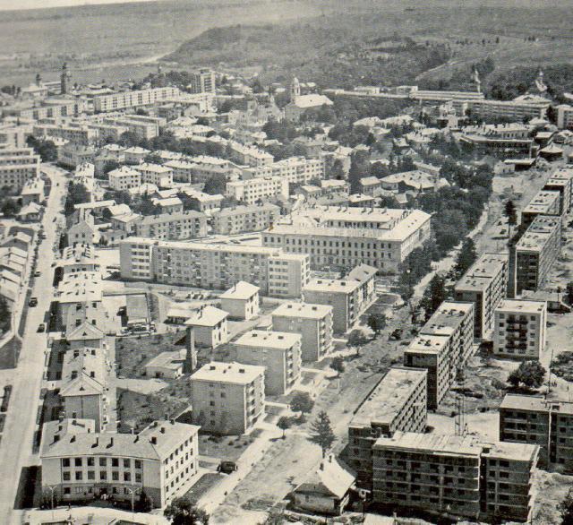 Blocuri în construcţie în cartierul Arini, la mijlocul anilor '60
