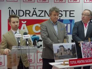 Dan Ioan Cușnir (dreapta) alături de consilierii Vasile Mocanu și Gabriel Buciac