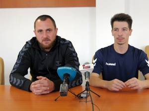 Antrenorul Adrian Chiruț și extrema Cătălin Costea