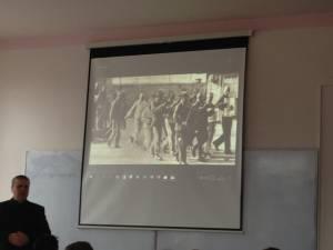 """Ziua Naţională de Comemorare a Holocaustului, marcată la Școala Gimnazială """"George Voevidca"""" Câmpulung Moldovenesc"""
