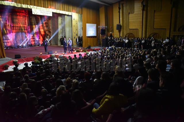 Sala arhiplină și un public foarte implicat la balul Bobocilor