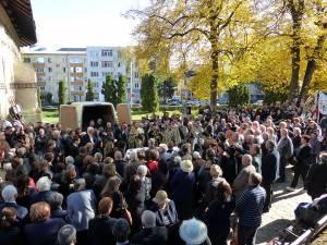 Sute de oameni i-au condus pe ultimul drum pe şotii Șandru, morţi în tragicul accident petrecut sâmbătă