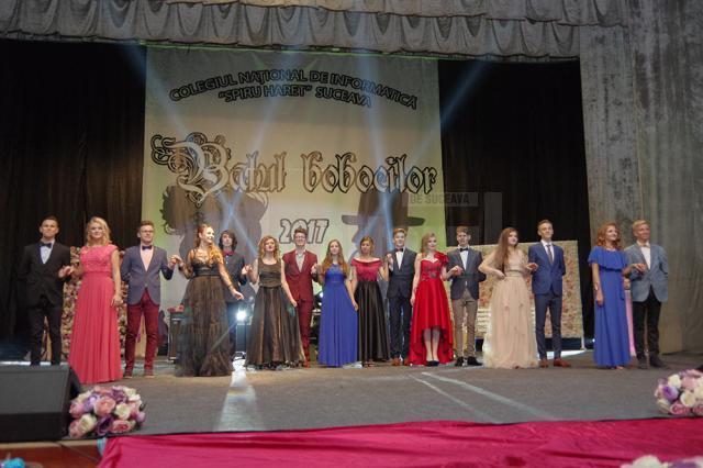 """Colegiul """"Spiru Haret"""" şi-a ales cei mai frumoşi boboci într-un spectacol de muzică, dans şi umor de calitate"""