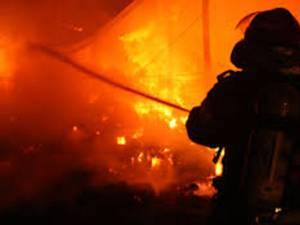 O casă a fost mistuită de flăcări după ce proprietarii nu au permis accesul pompierilor