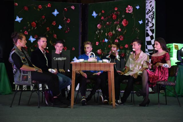 """Colegiul Naţional """"Petru Rareş"""" şi-a celebrat bobocii în Ţara Minunilor"""