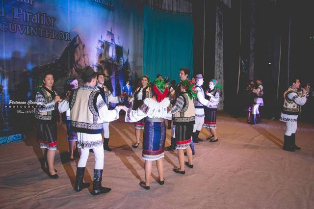 """Balul Bobocilor de la Colegiul Economic """"Dimitrie Cantemir"""". Foto: Claudiu Pitureanu"""