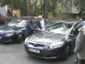 Maşina lipită cu scotch