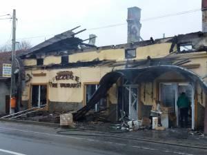 Intreaga cladire a fost distrusa in urma incendiului violent izbucnit in timpul noptii