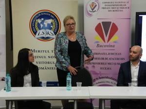 Liliana Agheorghicesei (centru) i-a îndemnat pe sucevenii plecaţi la muncă în străinătate să depune proiecte pentru a accesa fonduri europene