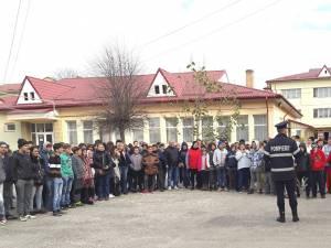Educare preventivă şi măsuri de prevenire a incendiilor, la Centrul Şcolar Suceava