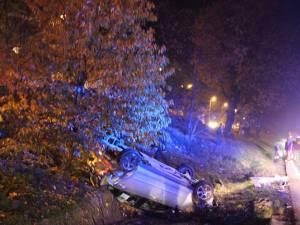 Mașina care circula dinspre Botoşani s-a răsturnat în şanţul de la marginea drumului