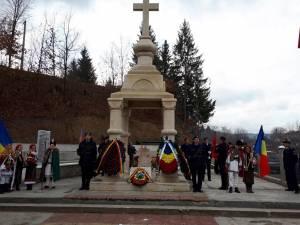 Comemorarea de la mormântul eroului Ioan Grosaru, pentru cei 29 de militari morţi în misiuni internaţionale în ultimii 15 ani