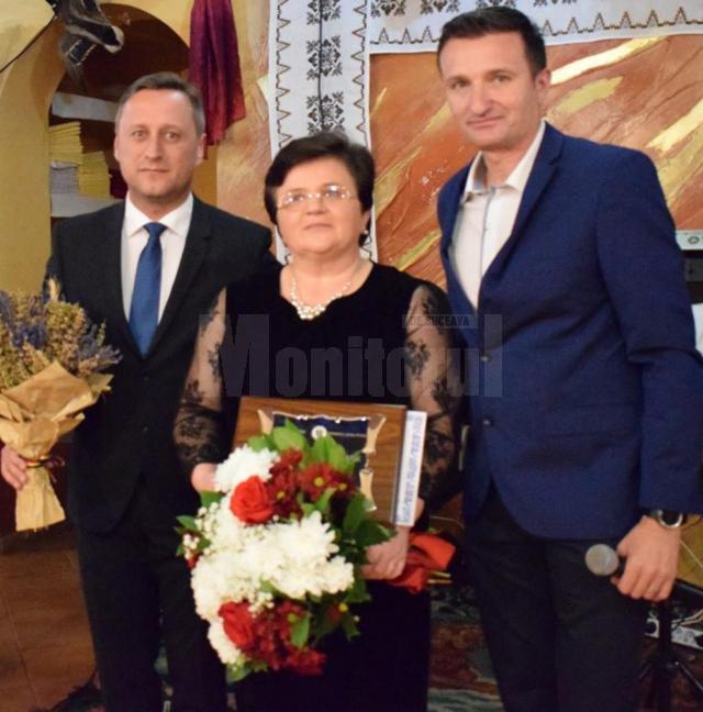 """Profesoara Daniela Luminița Ceredeev, """"Cetățean de Onoare"""" al comunei Putna"""