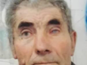 Poliţia desfăşoară activităţi de căutare a unui bătrân, Ioan Iacob, în vârstă de 80 de ani din municipiul Fălticeni, județul Suceava, care a plecat de la domicliu marţi și nu a mai revenit.