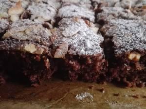 Negresa de post cu halva şi dulceaţă. Foto: facebook.com/bucovinagustoasa