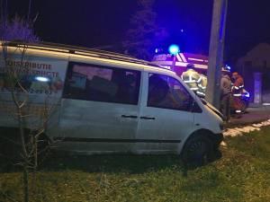 Şoferul beat a intrat cu maşina în stâlp