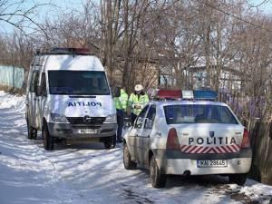 Poliţiştii au demarat cercetările şi au ajuns la concluzia că principalul suspect de comiterea omorului ar fi chiar soţul femeii, Petru Dumitriu