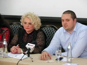 Dana Maxim, preşedintele Colegiului Pacienţilor Suceava, și Dragoș Niculescu, vicepreşedinte al Colegiului Pacienţilor din România