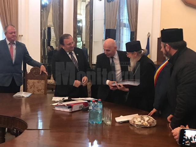 Arhiepiscopul Sucevei și Rădăuţilor a semnat contractul pentru reabilitarea cazinoului din Vatra Dornei