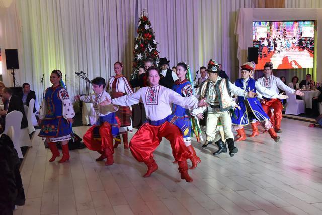 """Dansatorii Ansamblului """"Ciprian Porumbescu"""". Foto: Artistul"""