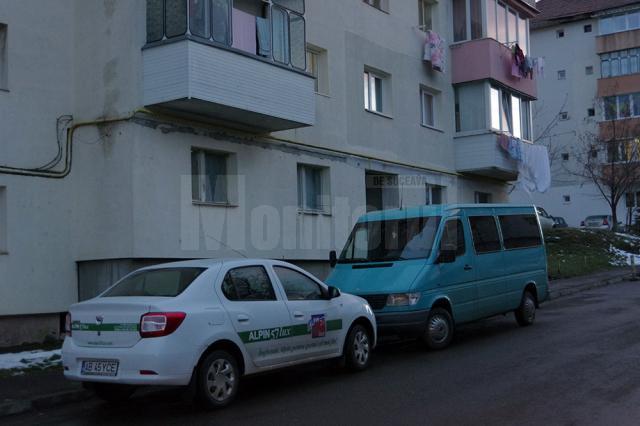 Parcarea mașinilor de firmă printre blocuri este interzisă în municipiul Suceava
