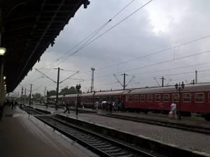 CFR încearcă să ofere trenuri cât mai dese și mai accesibile ca tarif pe distanța dintre cele două oraşe mari ale Moldovei