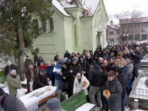 Peste 200 de oameni l-au condus pe Roman Istrati pe ultimul drum