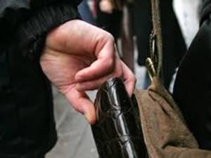 Trei furturi din buzunare, reclamate într-o singură zi, în municipiul Suceava