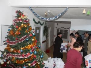 Cadouri pentru beneficiarii Centrului de Recuperare şi Reabilitare Mitocu Dragomirnei