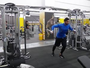 Aparatură de forță de înaltă calitate pentru lucrarea muşchilor la brațe