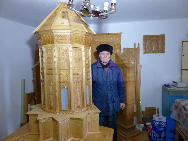 Lucrarea care redă Biserica Sf. Trei Ierarhi, realizată pe bucăţi, din lipsă de spațiu