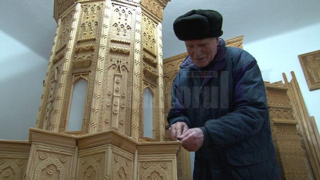 Mihai Grumăzescu mai are încă mult de muncă pentru a-și vedea dus la final proiectul vieţii sale - Biserica Trei Ierarhi, sculptată în lemn la scara de 1 pe 36
