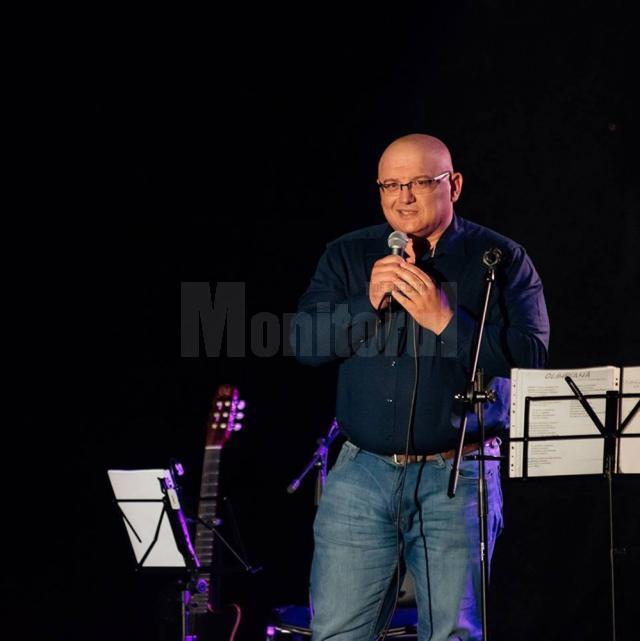 Sorin Poclitaru, poetul care dă folk la case şi la şcoli