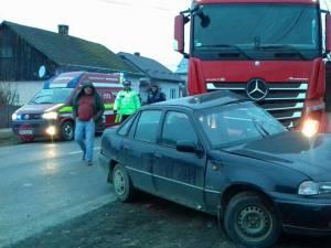 Accident la Milişăuţi, între un autoturism şi un tir