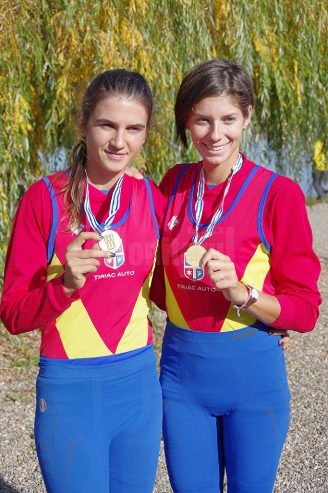 Ionela Lehaci și Gianina Beleagă cu medaliile de aur obținute la Campionatul Mondial de Seniori de la Sarasota, din SUA