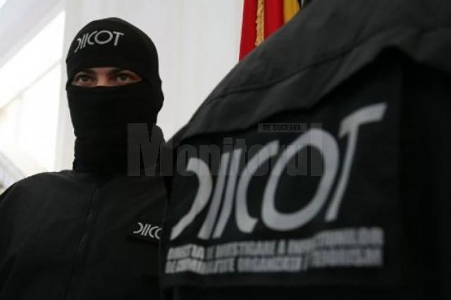 Structurile de combatere a crimei organizate au efectuat 25 de percheziţii în Câmpulung Moldovenesc şi în mai multe localităţi limitrofe