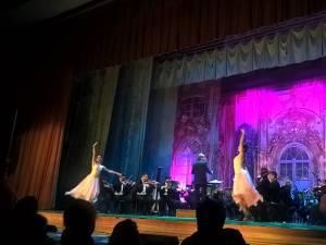 Muzicieni și balerini din Ucraina, aplaudați îndelung la Suceava